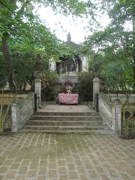 Lăng vua Ngô Quyền tại thôn Cam Lâm xã Đường Lâm. (Ảnh từ wikipedia.org)