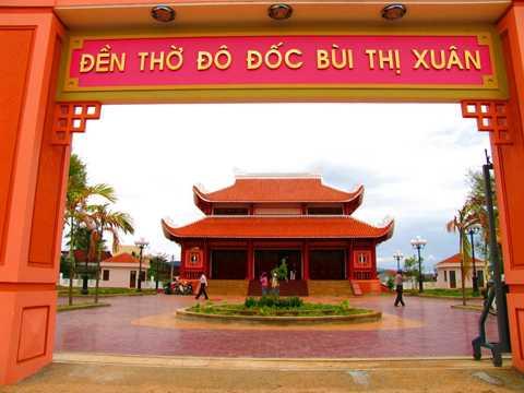 Đền thờ Bùi Thị Xuân