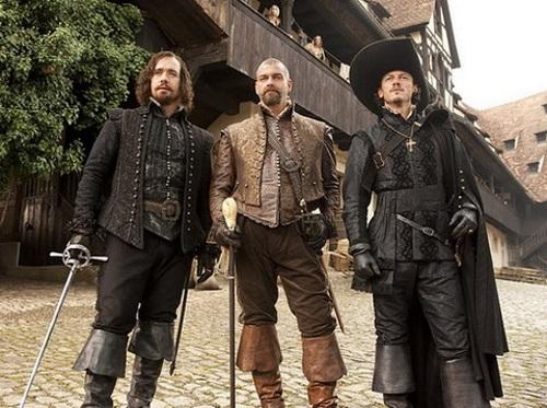 Ba chàng lính ngự lâm trên phim phiên bản 2011 (từ trái sang) - Athos, Porthos và Aramis. Ảnh: Sony.