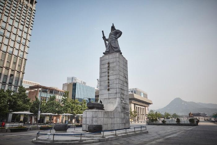 Tượng Lý Thuấn Thuần tại Seoul. (Ảnh qua visitkorea.or.kr)
