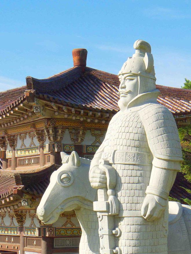 Jumong là vị vua sáng lập ra vương quốc Cao Câu Ly, ông được biết tới là người có nhiều tài nghệ, trong đó nổi bật nhất là khả năng bắn tên ấn tượng. (Ảnh từ Archerxusa)