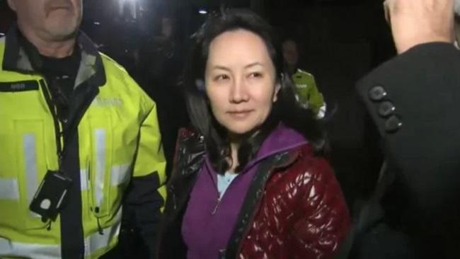 Hình ảnh đầu tiên của bà Mạnh Vãn Châu sau khi được tại ngoại ở Canada. (Ảnh chụp màn hình từ Aluobo News)