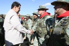 Tổng thống Venezuela Nicolas Maduro tại cuộc tập trận quân sự quy mô lớn nhất trong lịch sử Venezuela hôm 10/2 (Ảnh: Twitter)