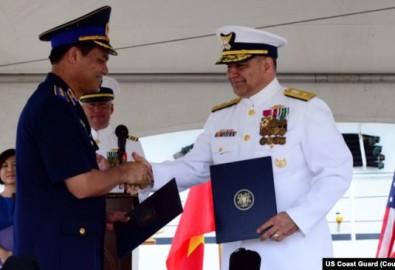 Lễ bàn giao tàu tuần duyên cũ, trọng tải cao của Tuần duyên Mỹ cho Việt Nam năm 2017
