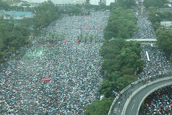 Khoảng 1,7 triệu người Hồng Kông đã tham gia hoạt động phản đối dự luật dẫn độ hôm 18/8. (Ảnh: Epoch Times)