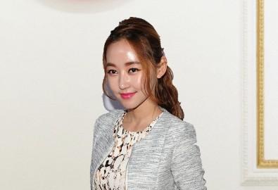 """Park Yeon-mi, một cô gái nổi tiếng vì đào thoát khỏi Triều Tiên tiết lộ: """"Kim Jong Un giả chết"""", ẩn thân vì sợ dịch viêm phổi Vũ Hán vì dịch đã vượt tầm kiểm soát ở Triều Tiên. (Ảnh qua NTDtv.com)"""