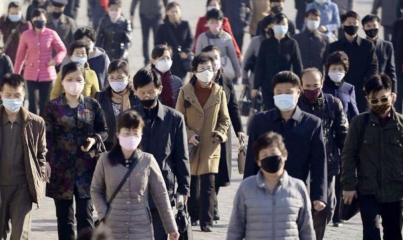 Việc có biên giới 1300 Km với Trung Quốc cộng thêm người dân ở trong tình trạng không đầy đủ chất dinh dưỡng, miễn dịch thấp khiến cho việc hoàn toàn ngăn chặn Virus Corona của Triều tiên là điều hoàn toàn không thể. (Ảnh: Kyodo)