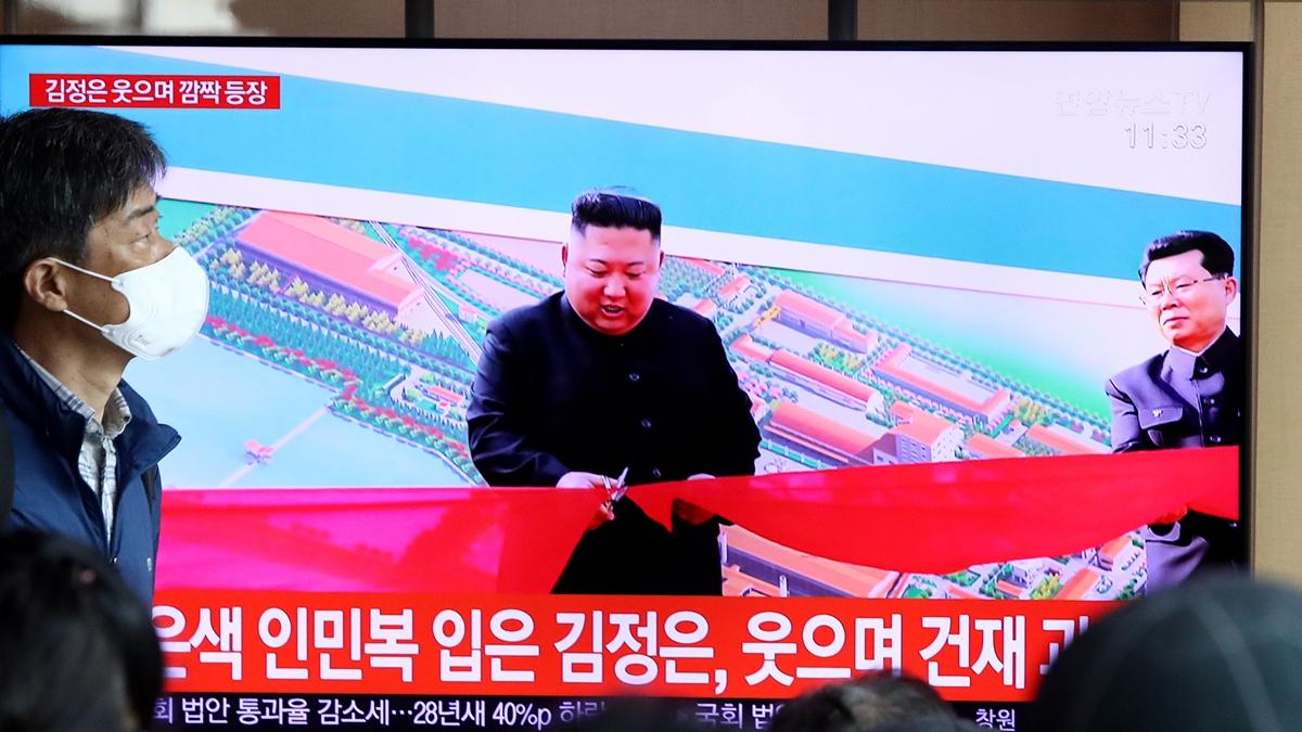 Yonhap News Agency đưa tin, vào ngày 1/5, Kim Jong-un đã cắt băng khánh thành tại lễ hoàn thành Nhà máy Phân bón Suncheon. (Ảnh: Getty Images)