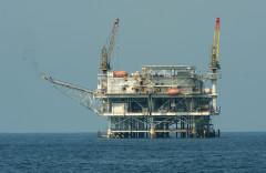 Việt Nam đã đồng ý trả khoảng một tỷ đô-la cho hai công ty dầu khí quốc tế sau khi hủy các hoạt động ở Biển Đông sau áp lực từ Trung Quốc. (Ảnh: Getty Images)