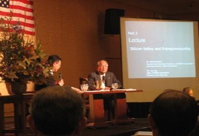 Inamori Kazuo trong buổi hội thảo chia sẻ ở California, Mỹ. (Ảnh từ wikipedia.org CC BY 2.0